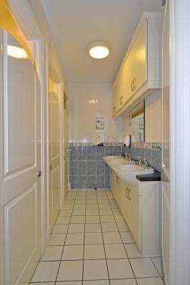 11mapremont-room-toilets