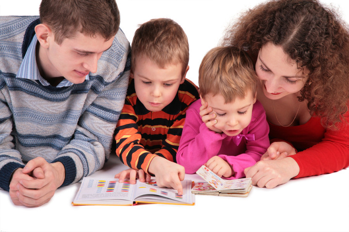 bigstock-Parents-With-Children-Read-Boo-2823943