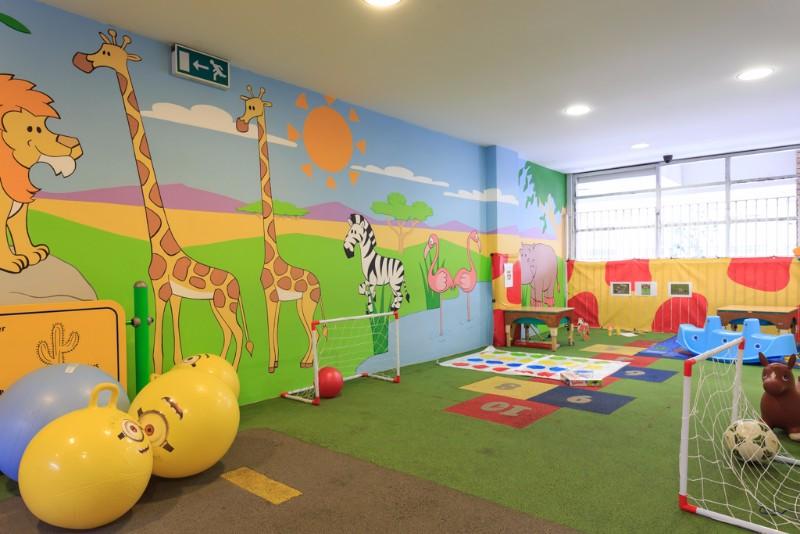 GiraffeCreche-0012